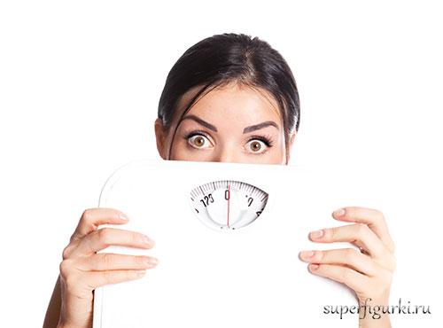 как правильно взвешиваться на весах