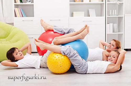 занятия домашним фитнесом для мам с детьми